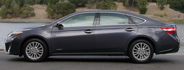2013 Toyota Avalon side view