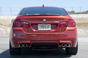 2013 BMW M5 6MT rear view