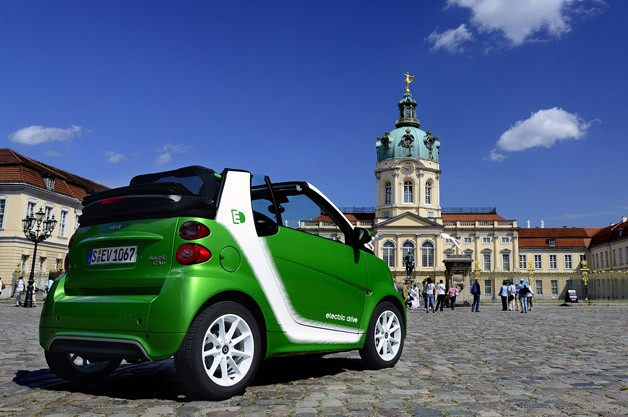2013 Smart Fortwo Electric Drive rear 3/4 view
