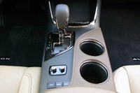 2013 Toyota Avalon center console