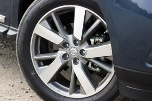 2013 Nissan Pathfinder wheel