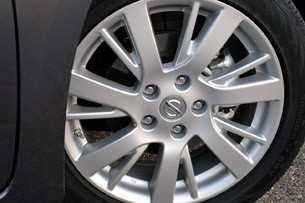 2013 Nissan Sentra wheel