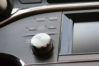 2013 Toyota Avalon audio system controls