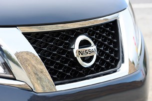 2013 Nissan Pathfinder grille