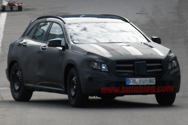 Mercedes-Benz GLA spy shot - front three-quarter disguised