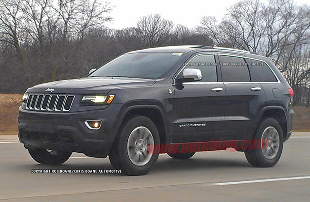 2014 Jeep Grand Cherokee caught with new headlights, grille exposed