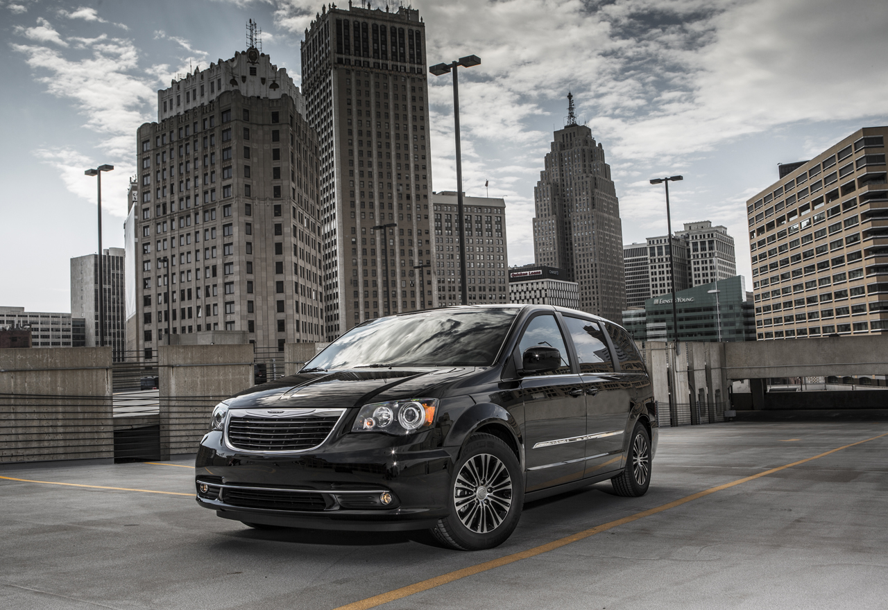 2013 chrysler town and country s photo gallery autoblog. Black Bedroom Furniture Sets. Home Design Ideas