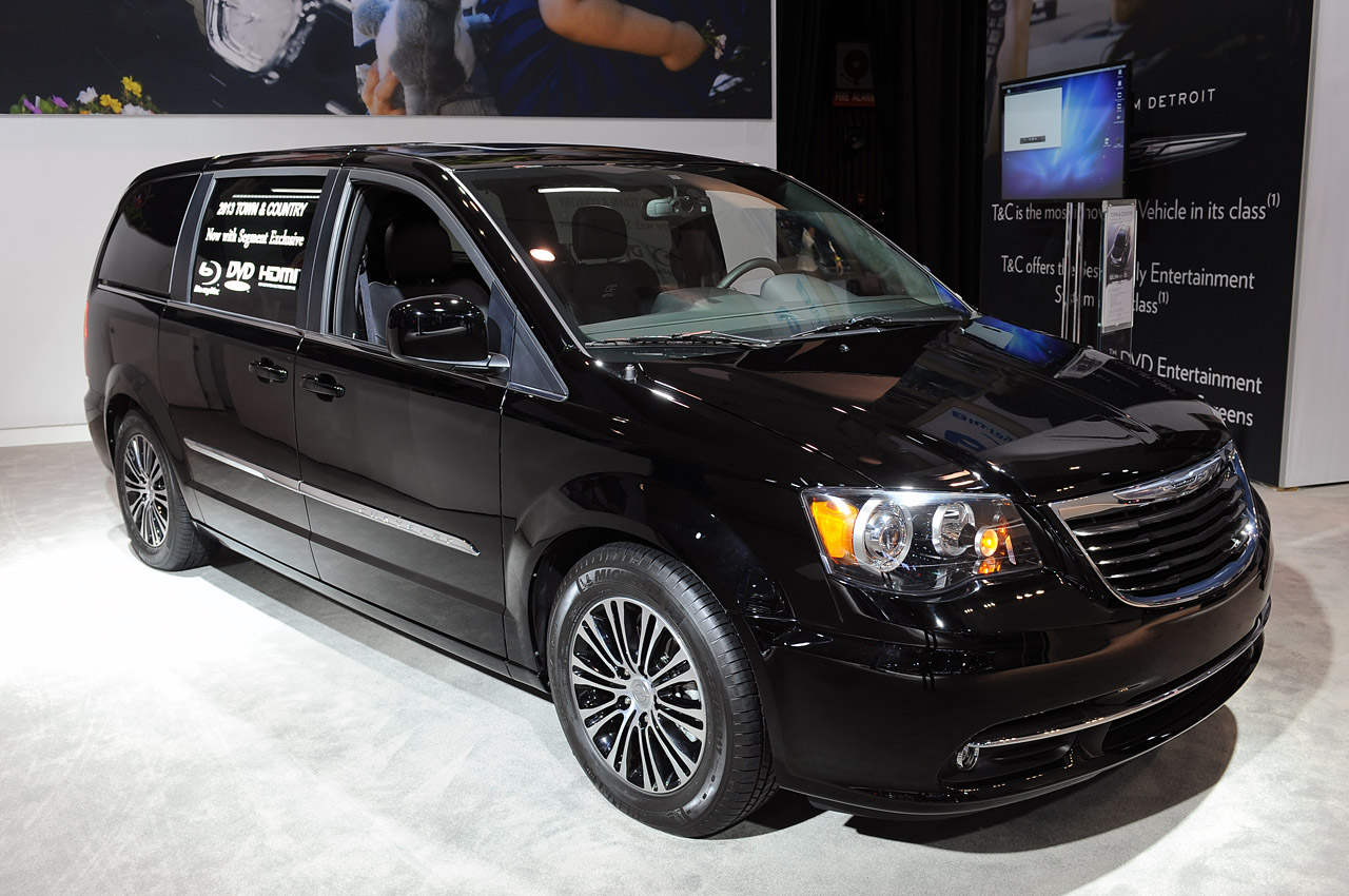 2013 chrysler town and country s la 2012 photo gallery. Black Bedroom Furniture Sets. Home Design Ideas