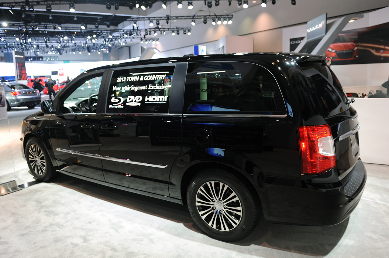 2013 chrysler town and country s la 2012 photo gallery autoblog. Cars Review. Best American Auto & Cars Review