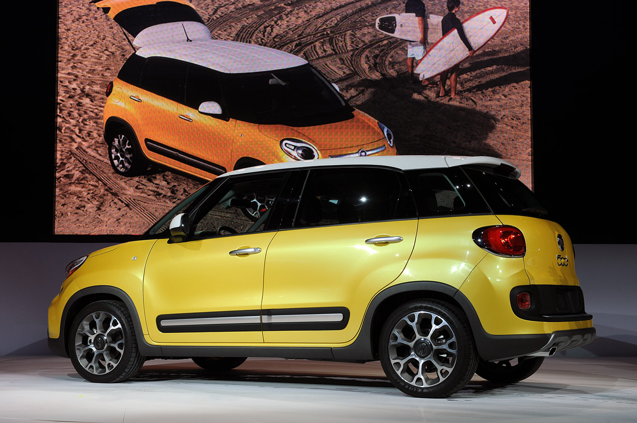2014 fiat 500l trekking takes the hatchback into the big leagues autoblog. Black Bedroom Furniture Sets. Home Design Ideas