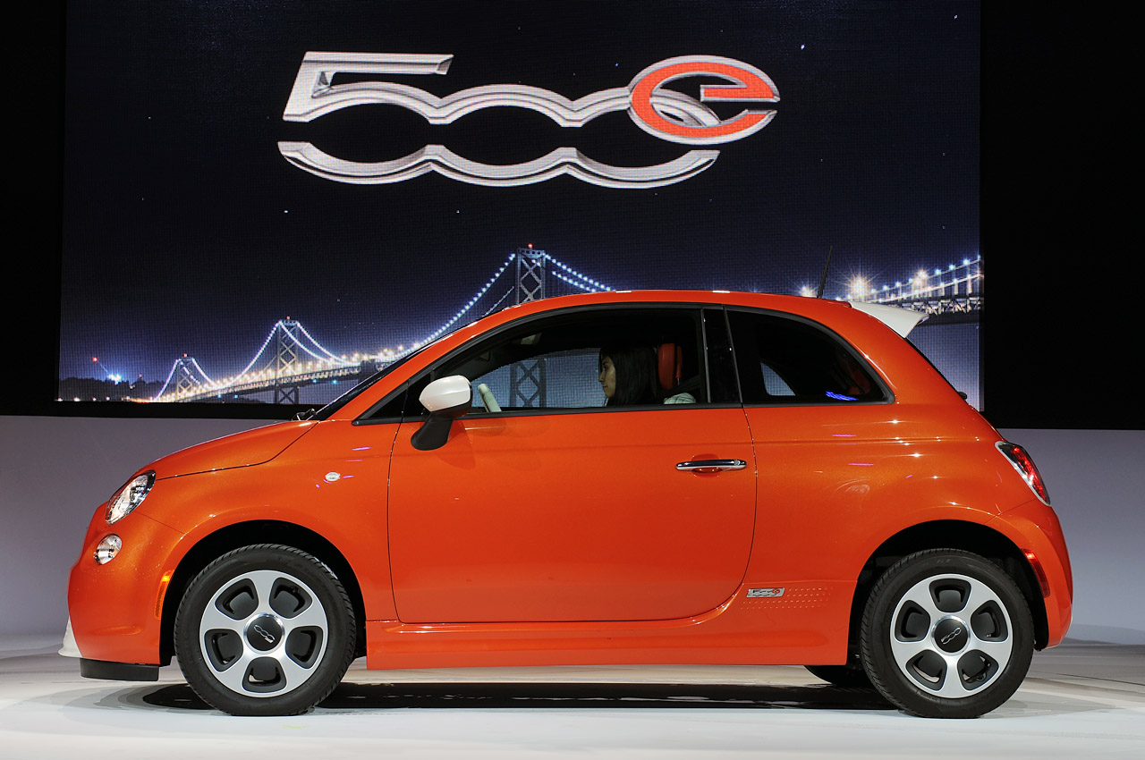 2013 fiat 500e looks loud runs quietly autoblog. Black Bedroom Furniture Sets. Home Design Ideas