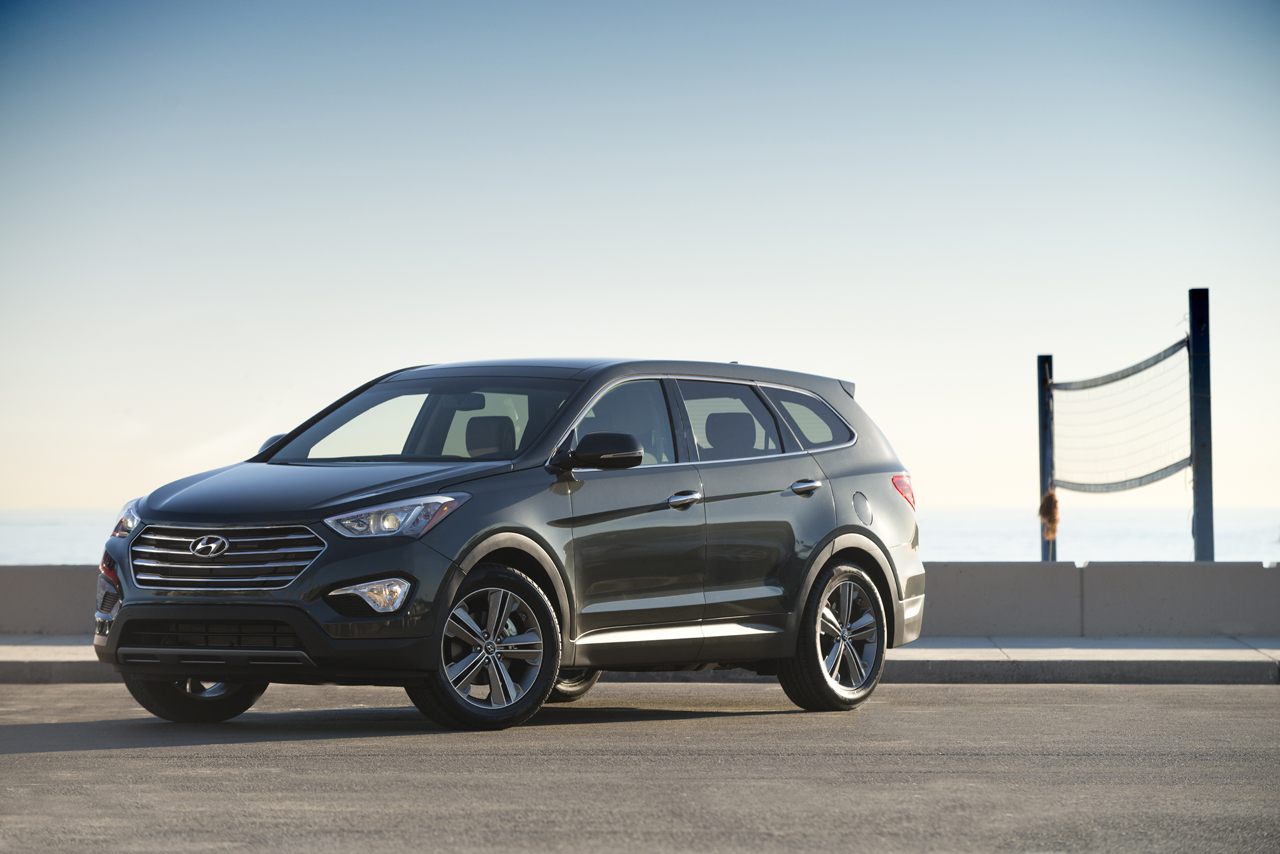 hyundai prices three row santa fe from 28 350 autoblog. Black Bedroom Furniture Sets. Home Design Ideas