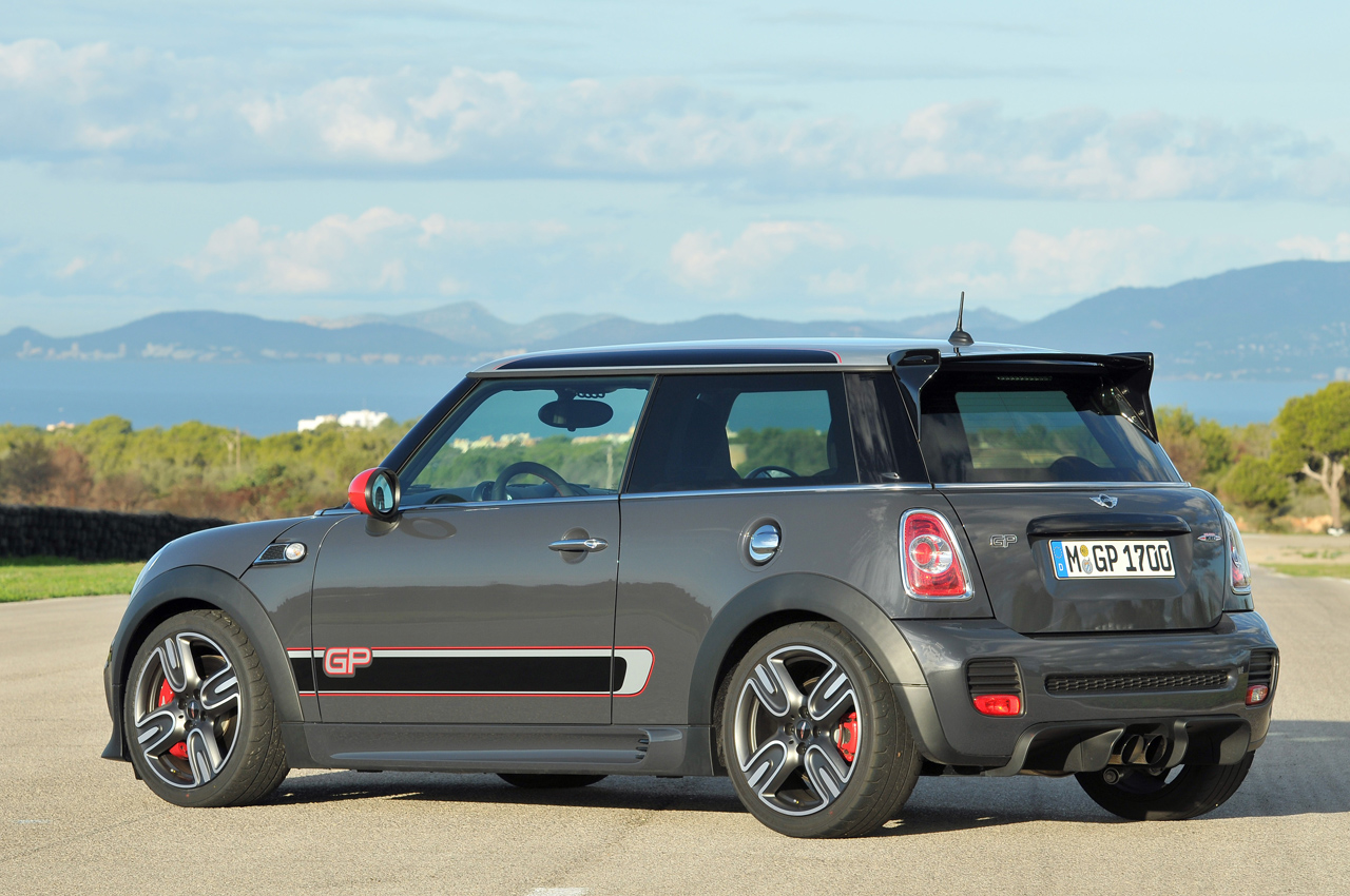 2014 mini john cooper works gp quick spin photo gallery. Black Bedroom Furniture Sets. Home Design Ideas