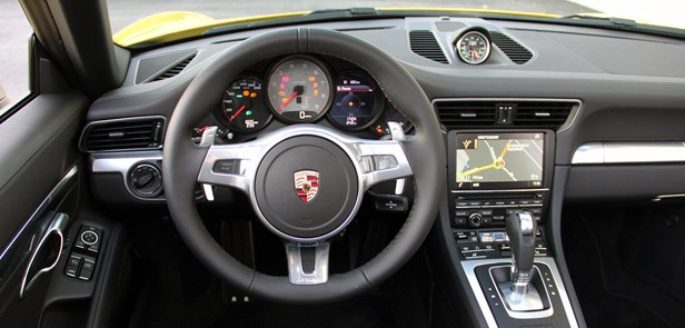 2013 Porsche 911 Carrera 4S interior