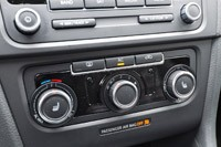 2012 Volkswagen GTI climate controls