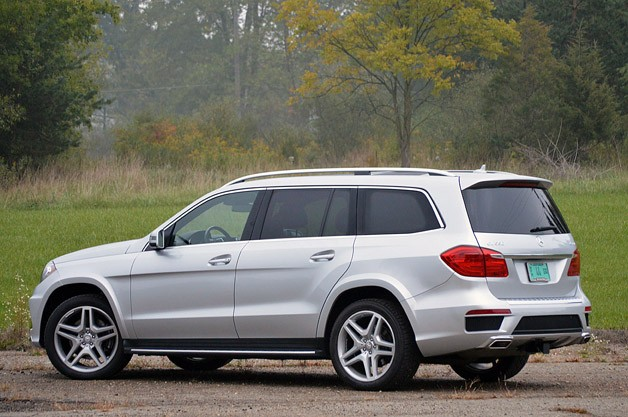 2013 Mercedes-Benz GL550 rear 3/4 view