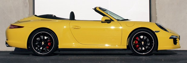 2013 Porsche 911 Carrera 4S side view