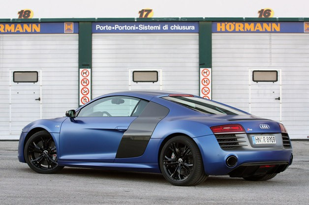 2014 Audi R8 V10 Plus rear 3/4 view