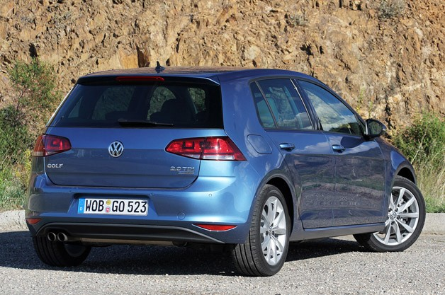 2015 Volkswagen Golf rear 3/4 view