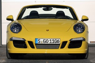 2013 Porsche 911 Carrera 4S front view