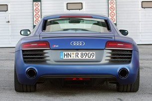 2014 Audi R8 V10 Plus rear view