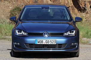 2015 Volkswagen Golf front view