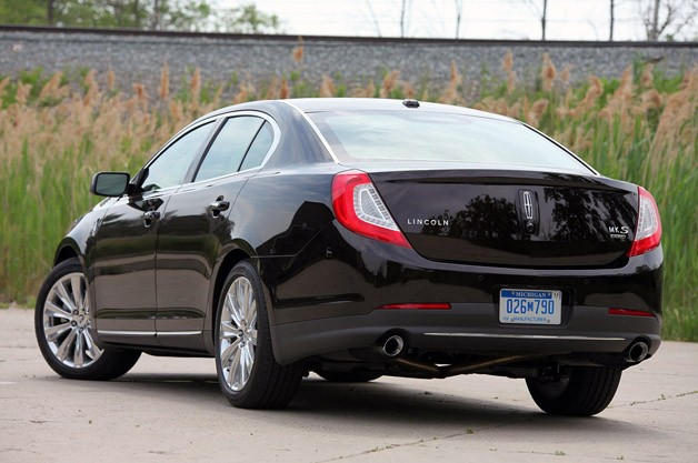 2013 Lincoln MKS EcoBoost rear 3/4 view