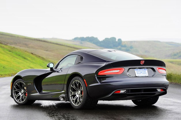 2013 SRT Viper rear 3/4 view