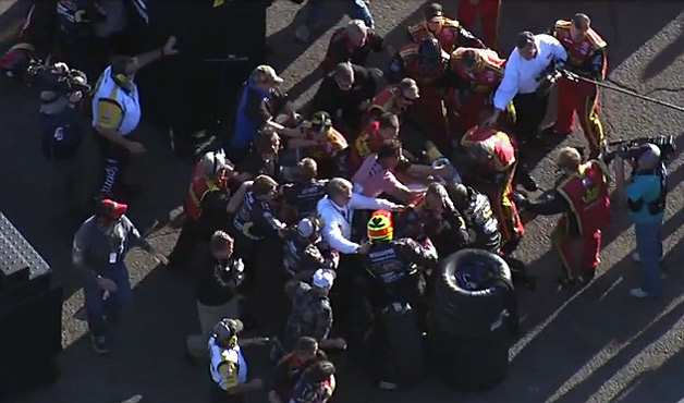 NASCAR Phoenix race in-pit fight between Clint Bowyer's team and Jeff Gordon's team
