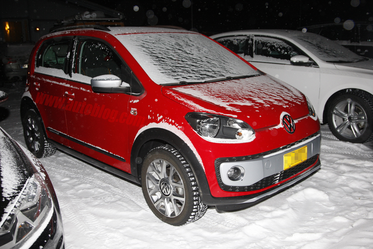 volkswagen cross up caught in the cold autoblog. Black Bedroom Furniture Sets. Home Design Ideas