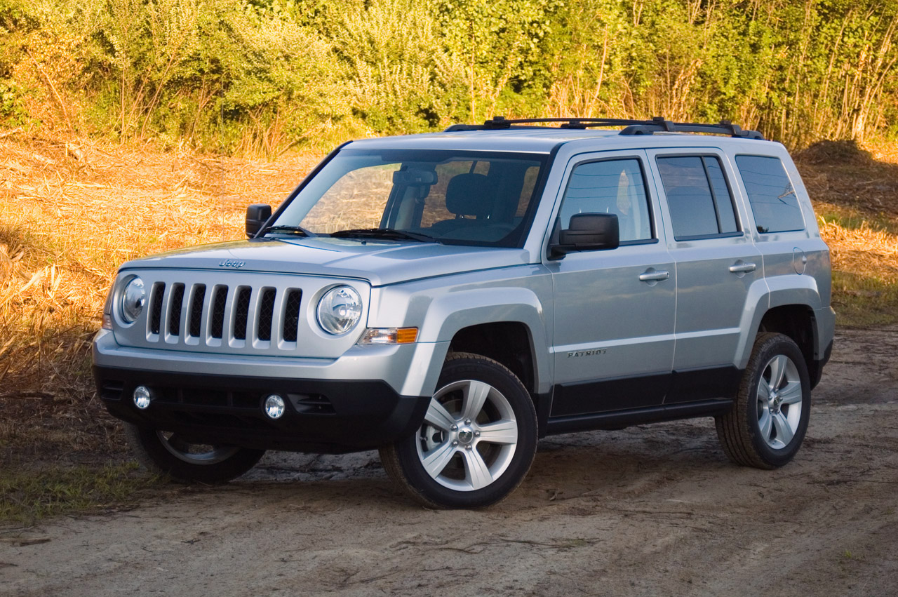 2012 jeep patriot review photo gallery autoblog. Black Bedroom Furniture Sets. Home Design Ideas