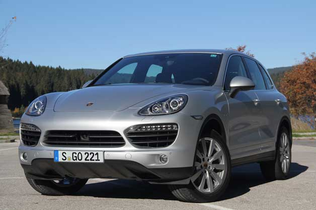 2013 Porsche Cayenne S Diesel - front three-quarter view