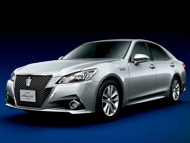 2013 Toyota Crown Athlete - front three-quarter studio shot