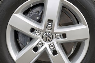 2012 Volkswagen Touareg Hybrid wheel detail