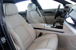 2013 BMW 750Li front seats