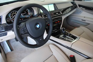 2013 BMW 750Li interior