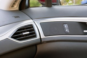 2013 Lincoln MKZ interior trim