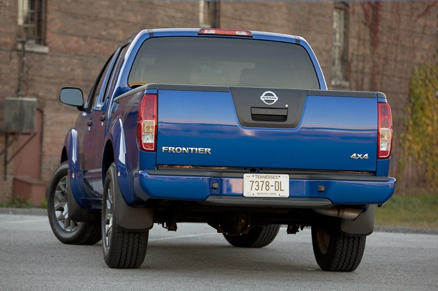 2012 Nissan Frontier Crew Cab 4x4 rear 3/4 view
