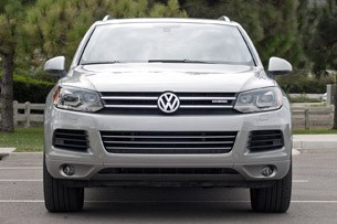 2012 Volkswagen Touareg Hybrid front view