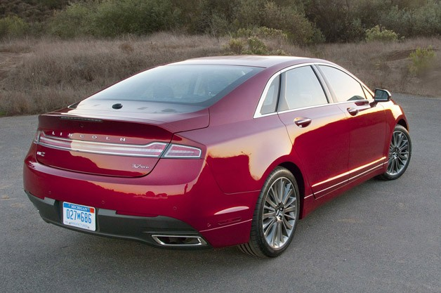2013 Lincoln MKZ rear 3/4 view