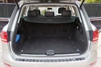 2012 Volkswagen Touareg Hybrid rear cargo area