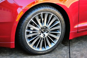 2013 Lincoln MKZ wheel