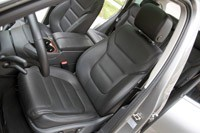 2012 Volkswagen Touareg Hybrid front seats
