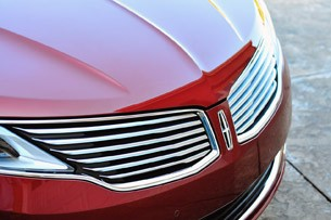 2013 Lincoln MKZ grille