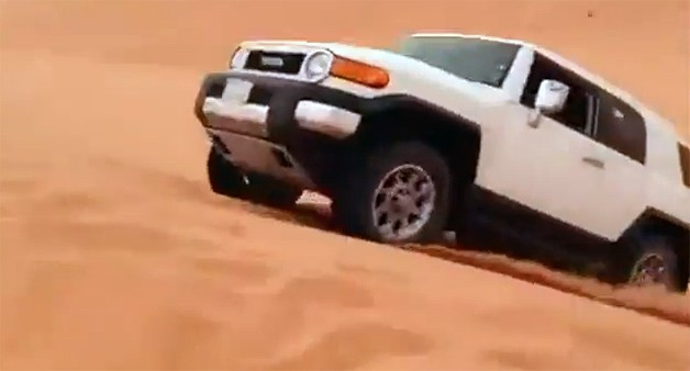 Toyota FJ Cruiser about to jump sand dune - video screencap