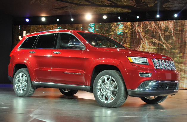 2014 Jeep Grand Cherokee Diesel and SRT climb onto stage