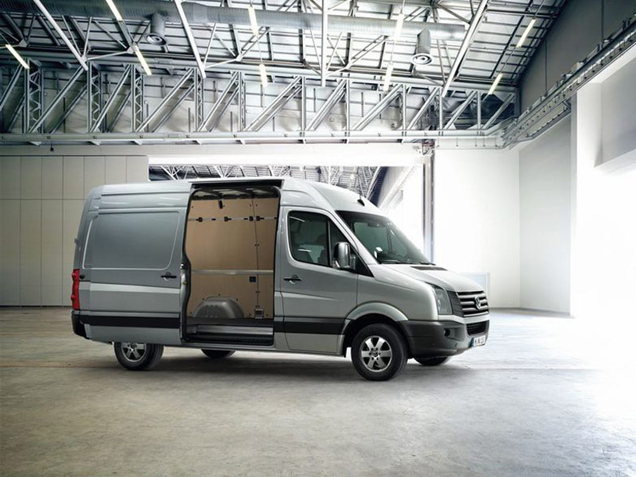 vw looking to man up ditch mercedes van deal autoblog. Black Bedroom Furniture Sets. Home Design Ideas
