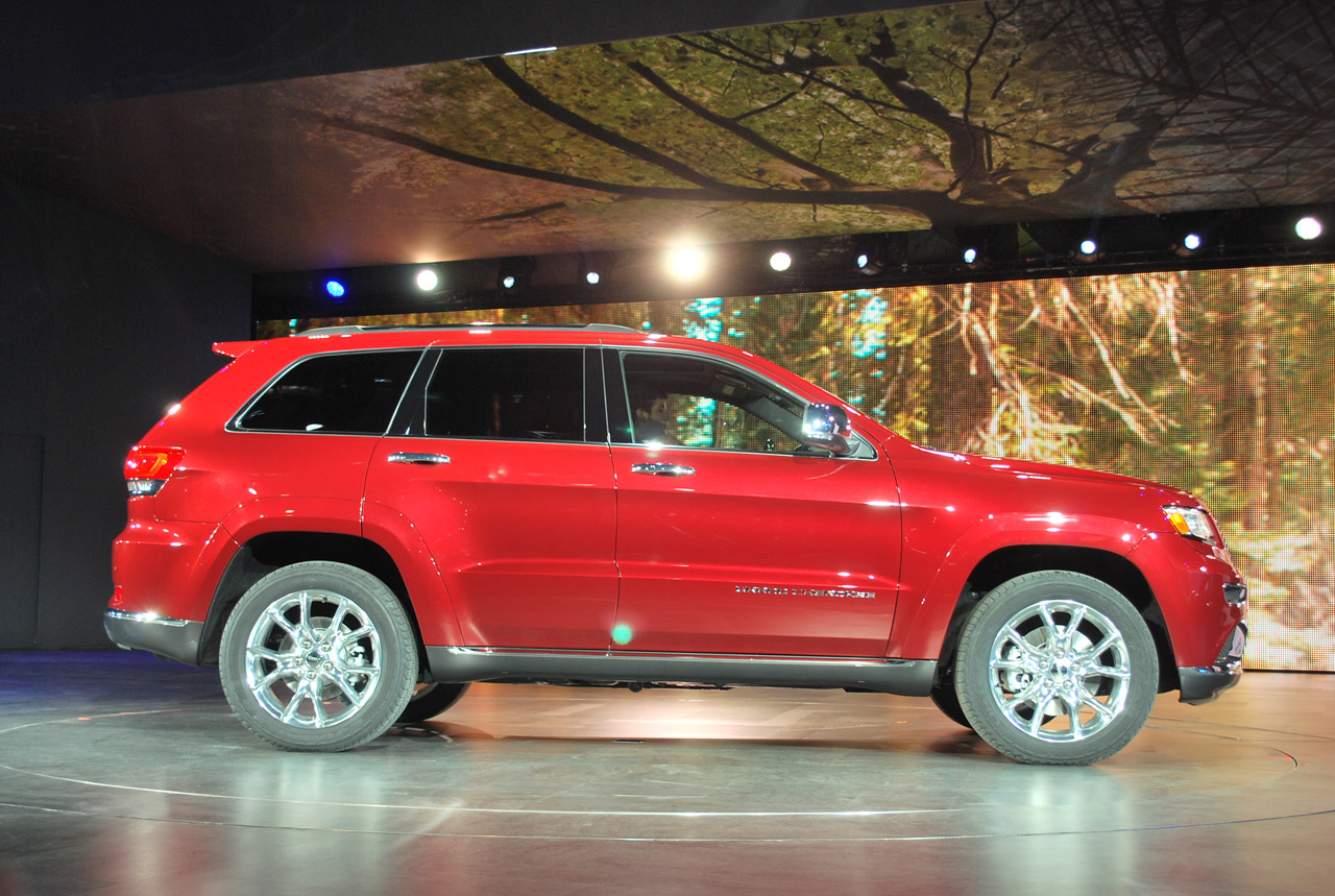 2014 jeep grand cherokee diesel and srt climb onto stage. Black Bedroom Furniture Sets. Home Design Ideas