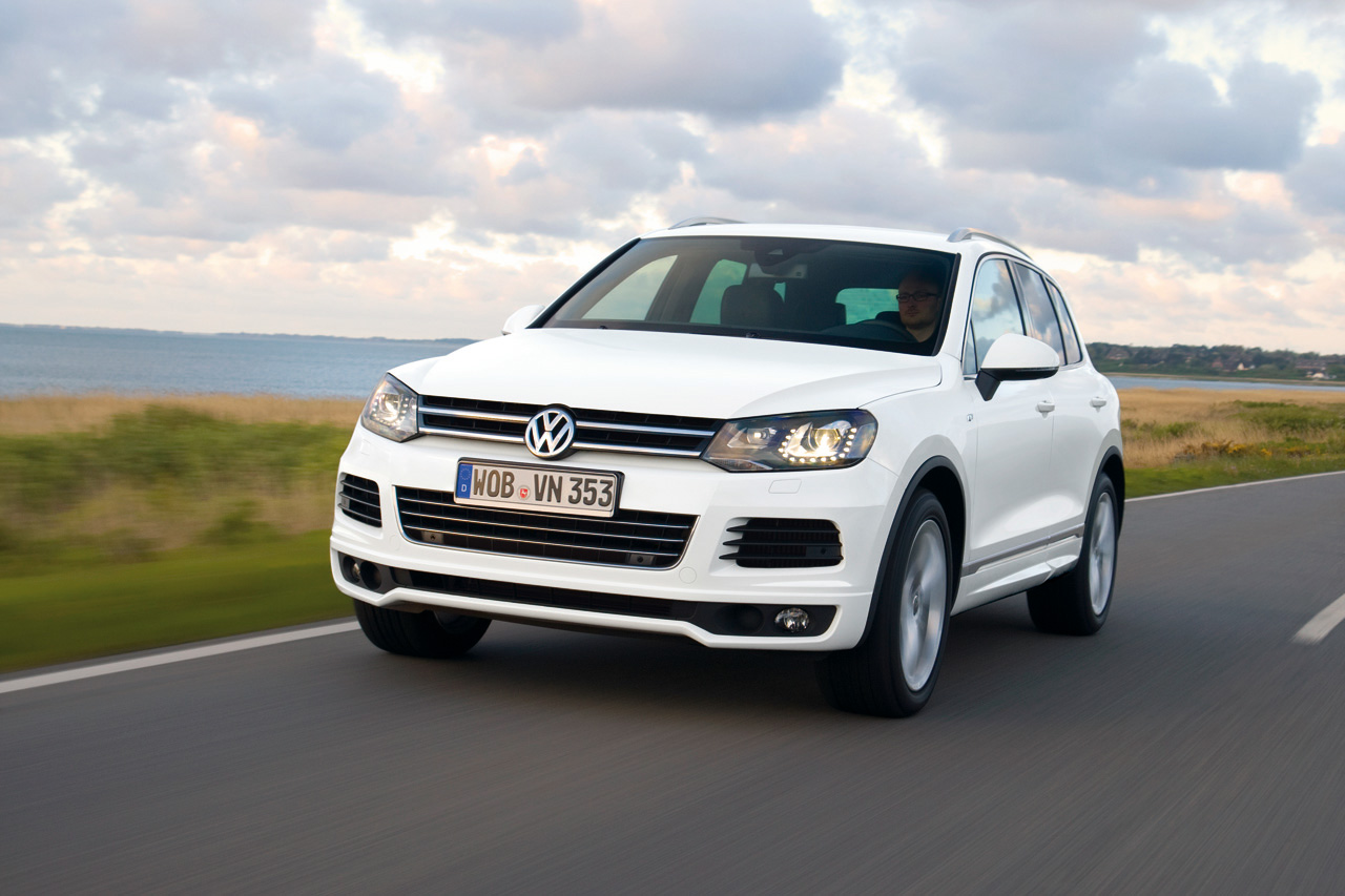 2014 volkswagen touareg r line photo gallery autoblog. Black Bedroom Furniture Sets. Home Design Ideas