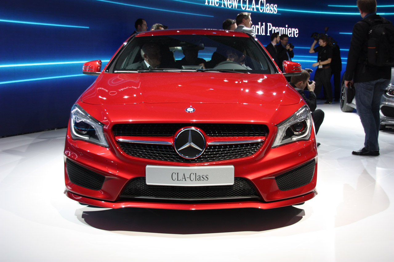 2014 mercedes benz cla class is dressed to impress autoblog for Mercedes benz cla 2013